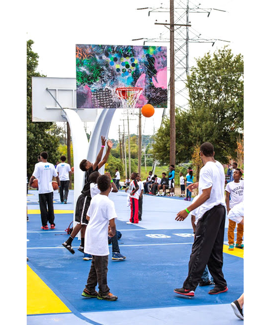 Memphis Grizzlies Howze Park Backboards Project, players on the court with the art backboard by artist David Huffman
